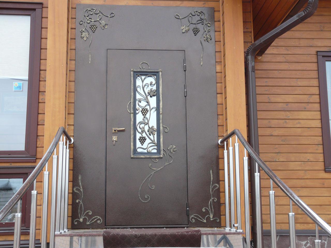 монтаж уличной металлической двери